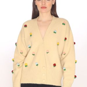floral-patches-sweater-cream